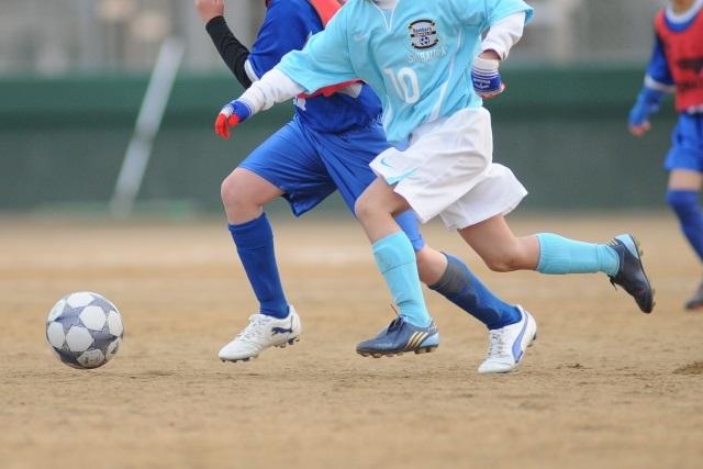 サッカー少年の足