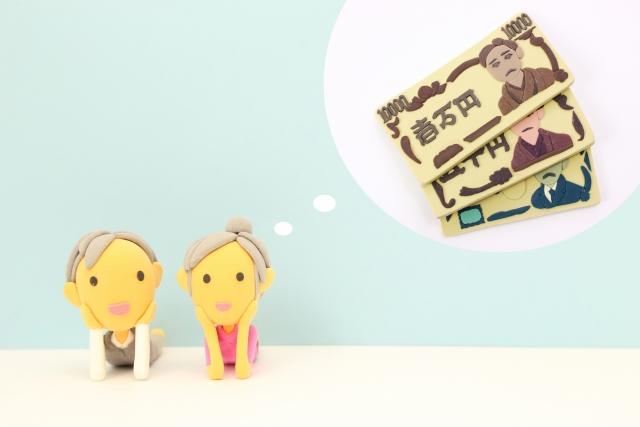 お金について考える老夫婦