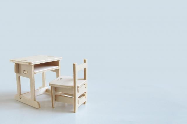 ミニチュア机と椅子