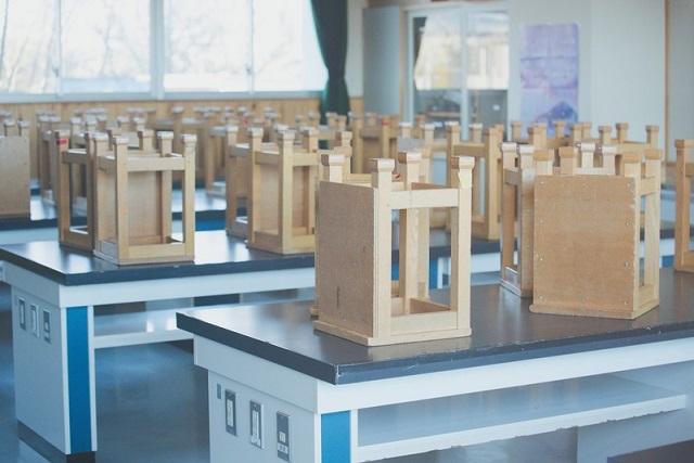 理科室の椅子
