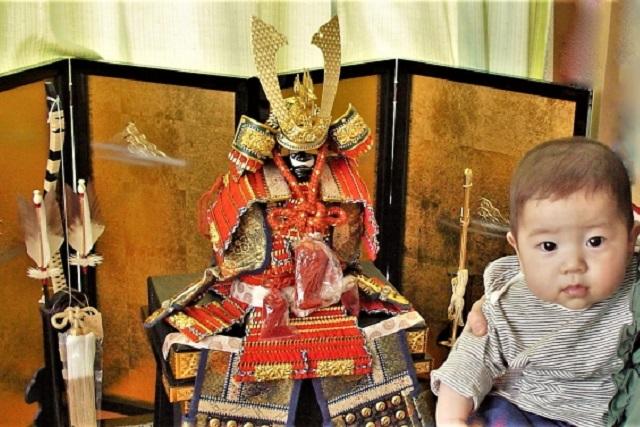 赤ちゃんと鎧